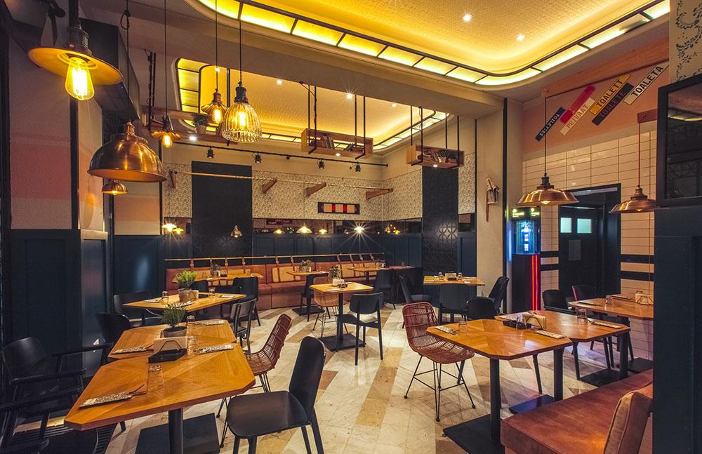 Social 1 Restaurant Cu Bar